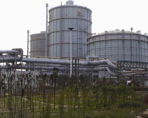 河北邯郸钢铁10万m3多边型稀油密封焦炉煤气柜(左)