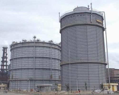 河北唐山港陆钢铁5万m3圆筒型橡胶膜密封(两段式)煤气柜(左)